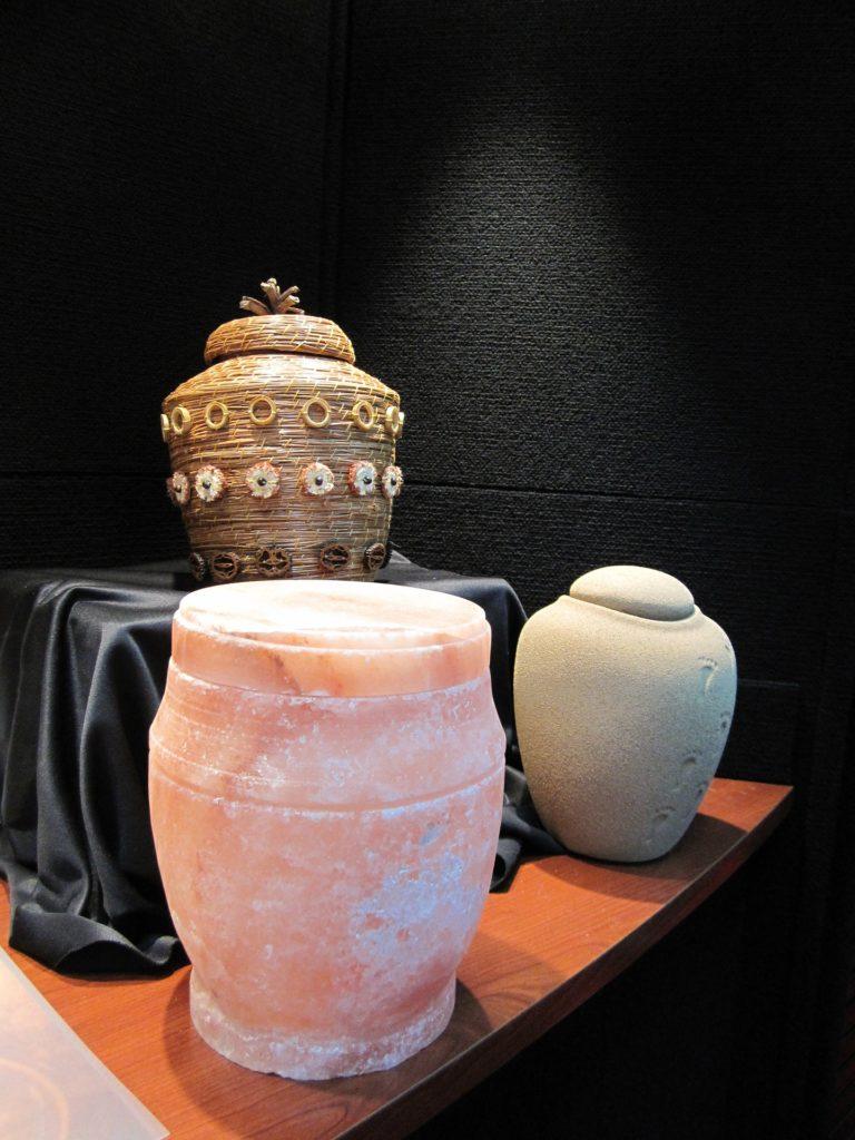 urns-929094_1920